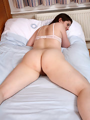 spread on pussy bed Hairy