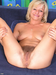 hairy pussy Mature blonde